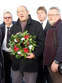 "Cllr Bill Bowrey (Lab, Kings Chase) ""pays his respects""."